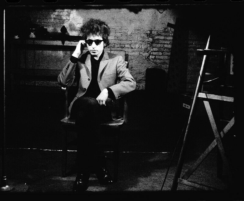A still of Bob Dylan in an Andy Warhol screen test