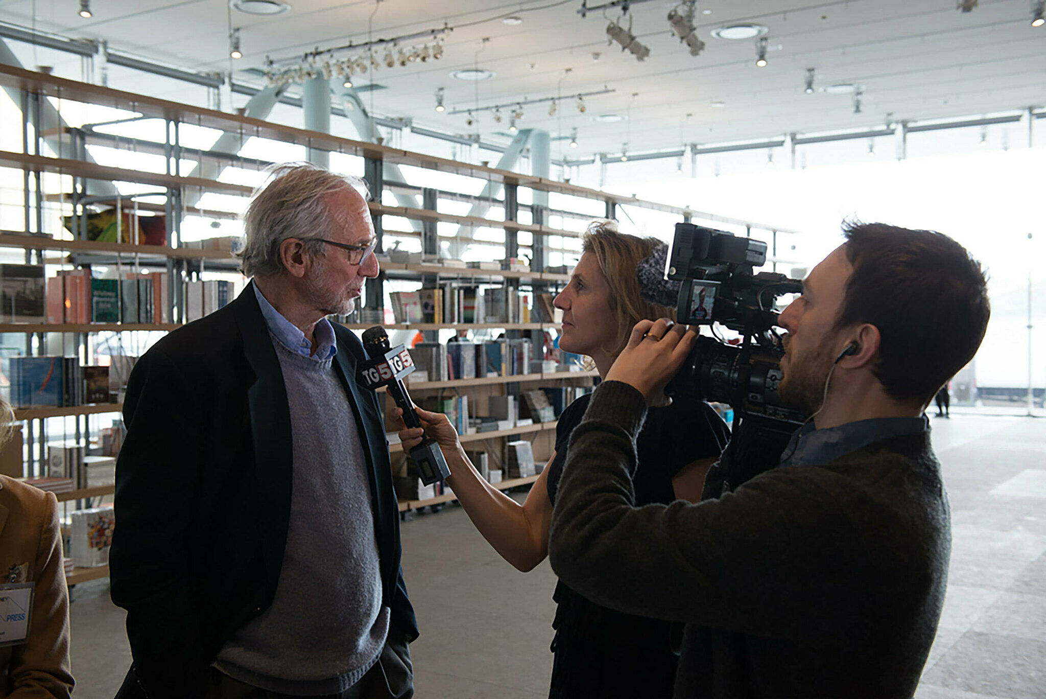 Renzo Piano being interviewed by press.