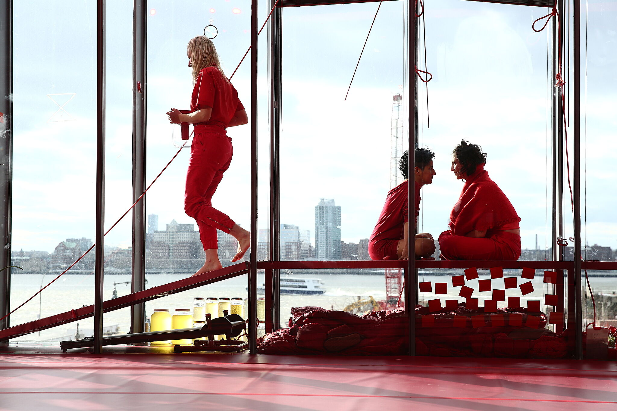 MPA, Amapola Prada and Elizabeth Marcus-Sonenberg, in the performance Orbit (part of the exhibition RED IN VIEW)