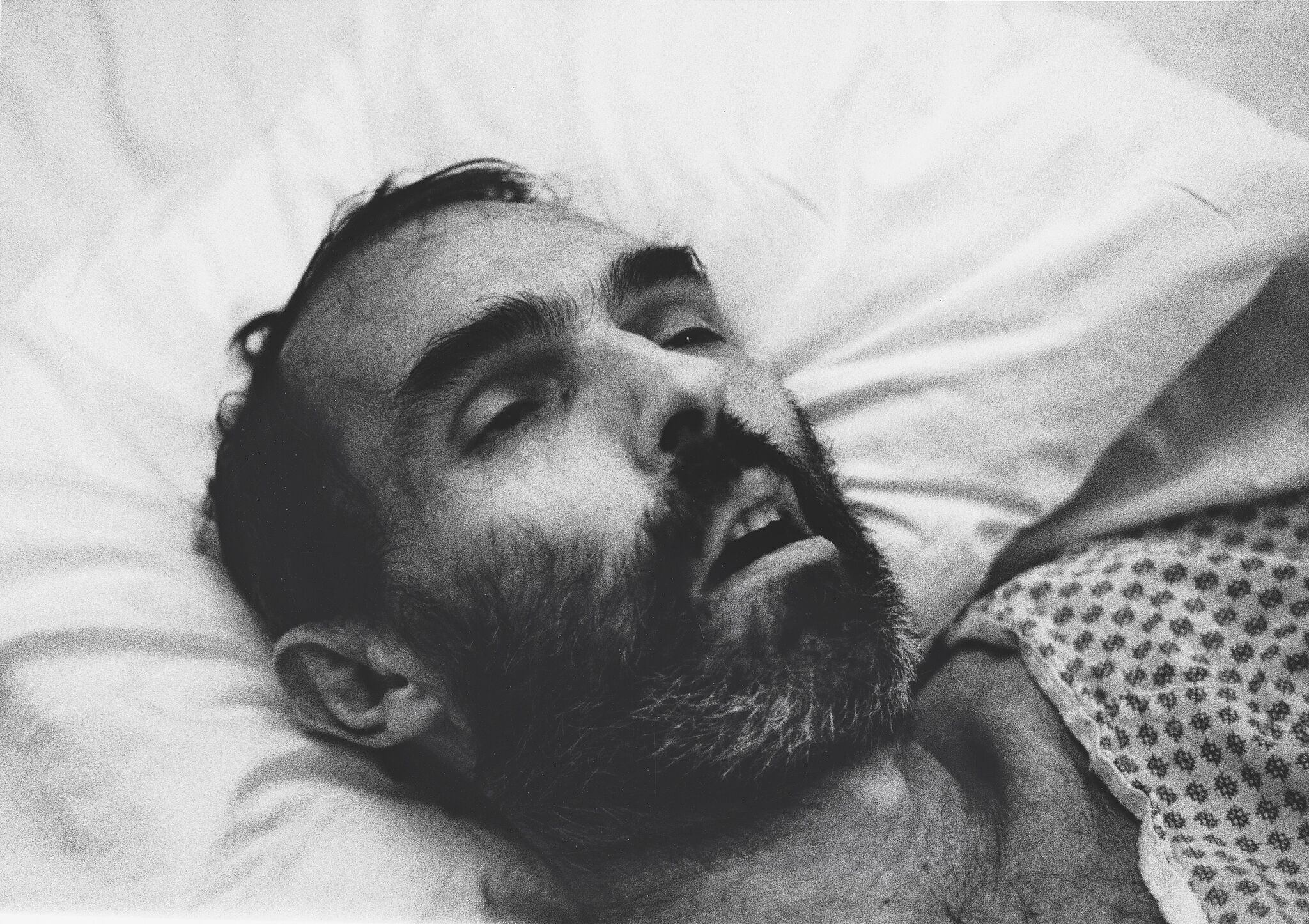 Photograph of a dead man in black and white.