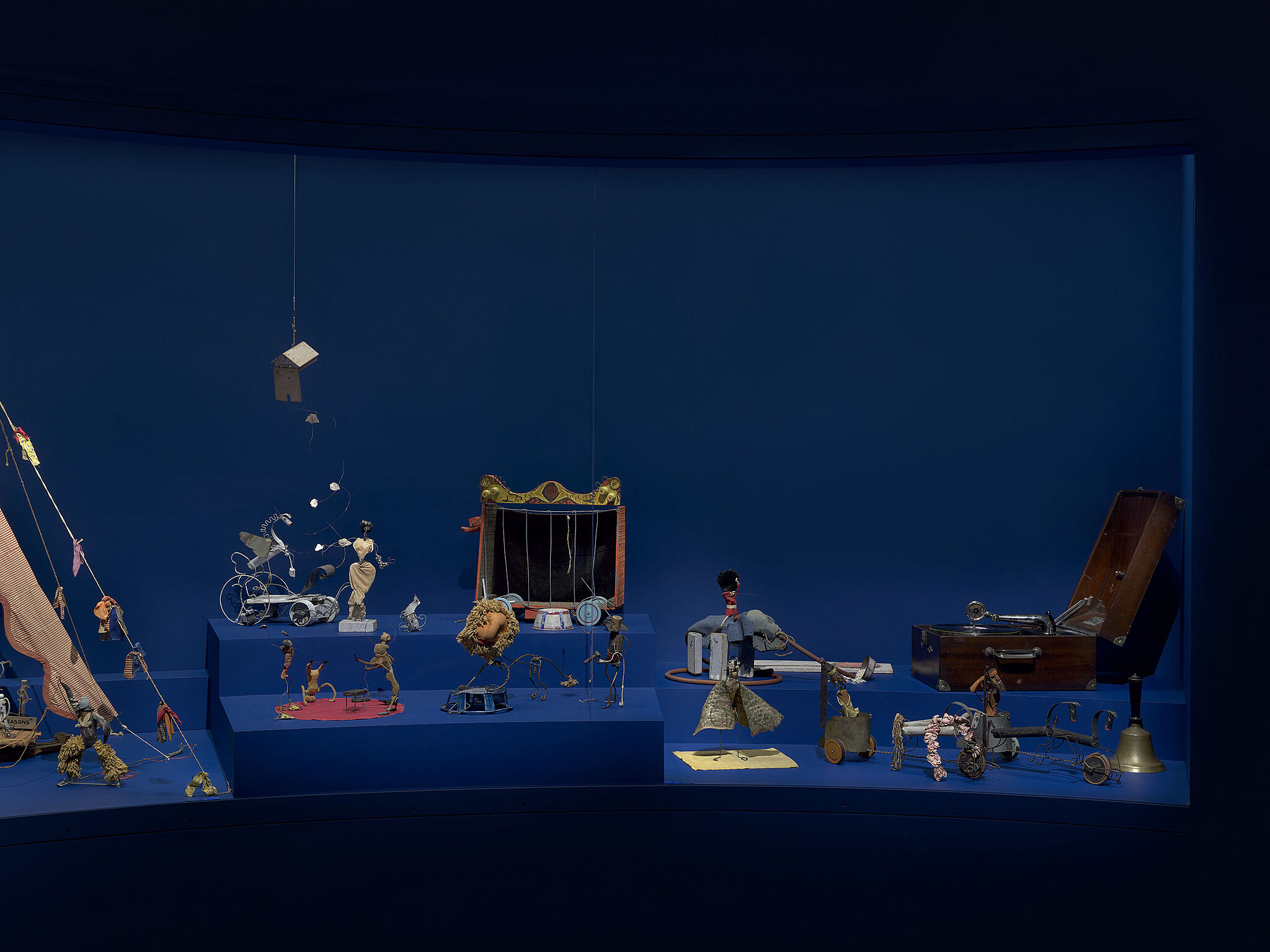 An image of small wire sculptures in an exhibition case